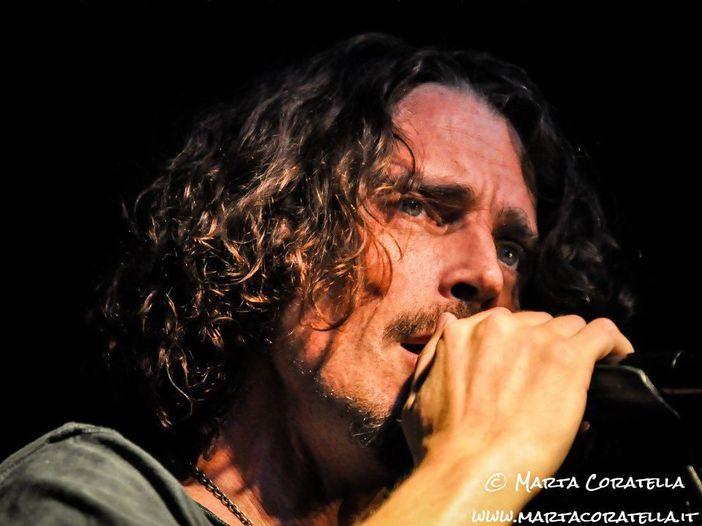 """Chris Cornell: il video di """"The promise"""" per la Giornata Mondiale del Rifugiato. E prossimamente uscirà un album con la sua partecipazione."""