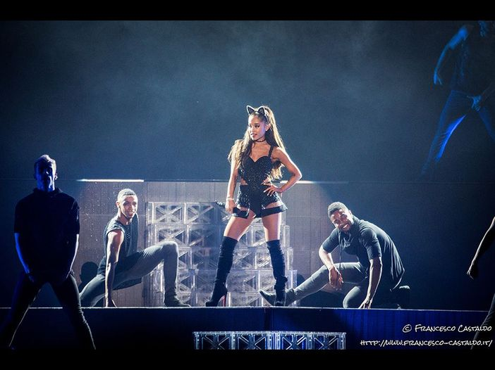 Ariana Grande a Roma omaggia Manchester con 'Over the rainbow' - VIDEO