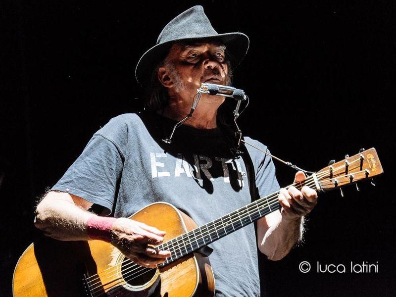 Neil Young pubblica un intero concerto con i Crazy Horse del 1991