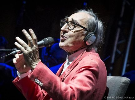 Quella volta che Battiato si commosse cantando De André a Genova. VIDEO.
