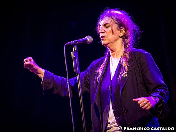 Patti Smith, un nuovo album con il Soundwalk Collective: ascolta la title track 'Peradam'