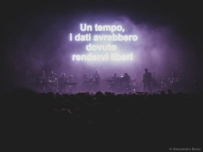 Intrappolati in un loop: i Massive Attack in concerto al Forum di Assago – Recensione e setlist