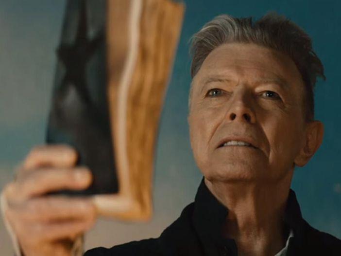 Vandalizzata la statua in onore di David Bowie inaugurata due giorni fa - GUARDA