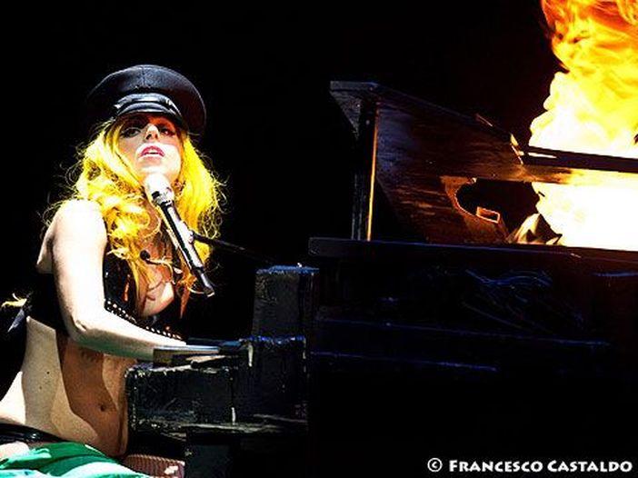 Lady Gaga parla del nuovo album: 'È molto autobiografico'. Collaborazione con Madonna e esibizione al SuperBowl 2017?
