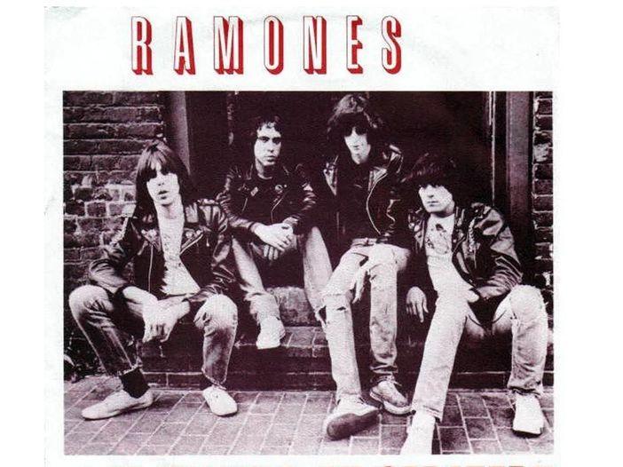 Ramones, 'I Wanna Be Sedated' diventa un inno pro-vax con Kyle Gass, Steve Lukather, Amy Lee e altri