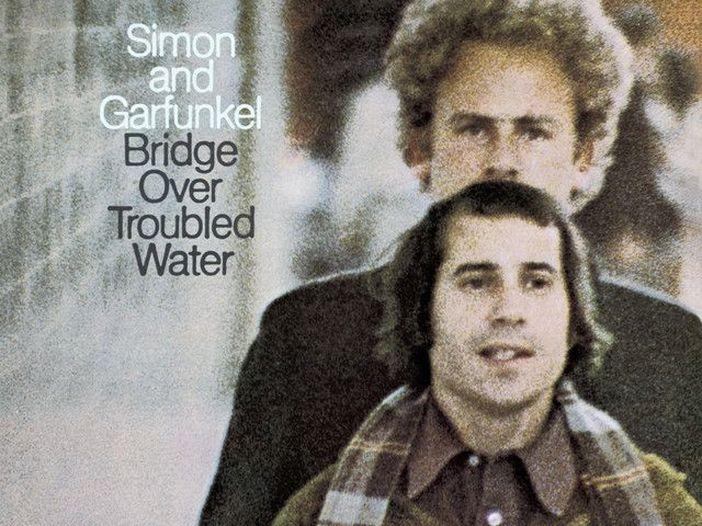 """""""Bridge Over Troubled Water"""" compie cinquant'anni"""