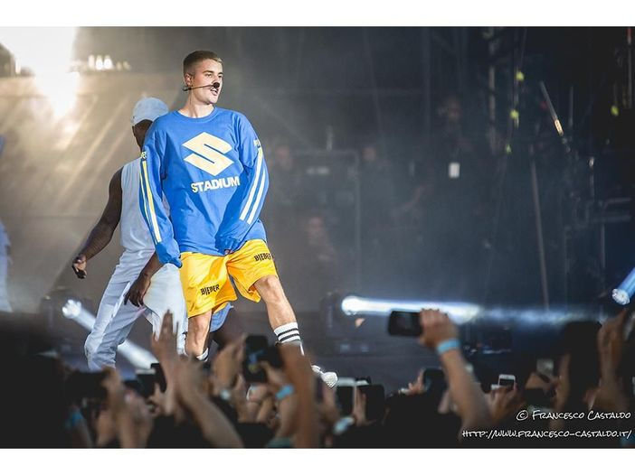 """Justin Bieber si allena in palestra sulle note di """"Perfect"""" di Ed Sheeran - GUARDA"""