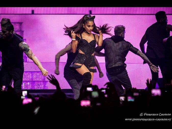 Ariana Grande si è esibita a sorpresa con Barbra Streisand