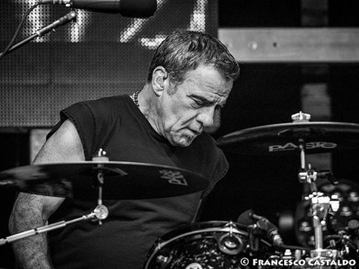 Bon Jovi, appendicectomia d'urgenza per Tico Torres: tour interrotto