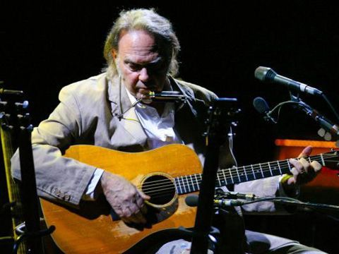 Neil Young: a marzo arriva l'album low-tech 'A letter home'