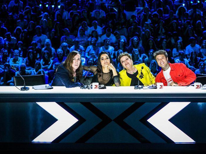 """X Factor, gli inediti: sei canzoni (co)firmate dai concorrenti. Sky: """"Gli autori importanti? Abbiamo imparato a seguire la corrente"""""""