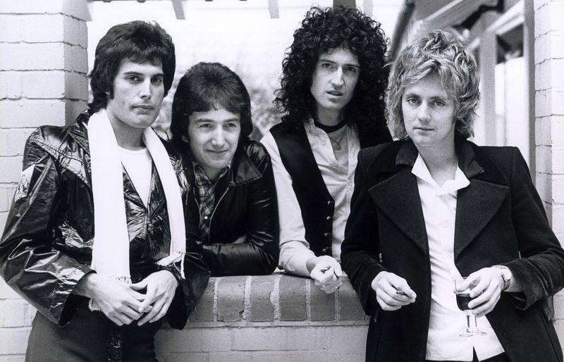 Roger Taylor ricorda il primo concerto dei Queen e di Freddie Mercury dice…