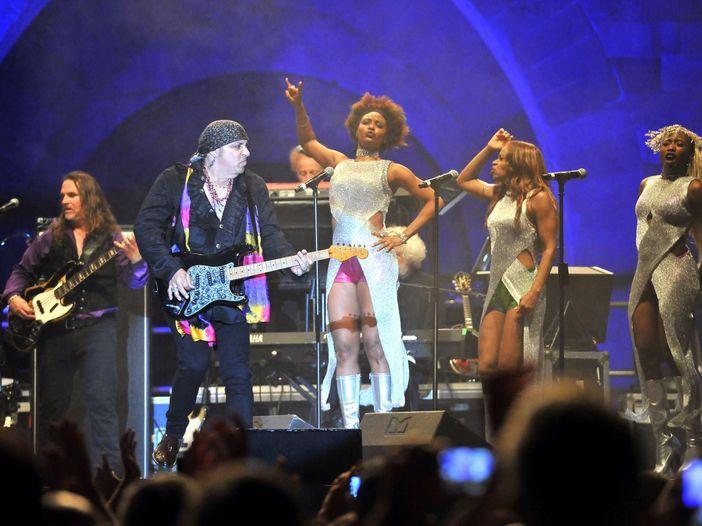 """Little Steven, il tributo live ai Ramones con """"Merry Xmas (I don't want to fight tonight)"""". GUARDA"""
