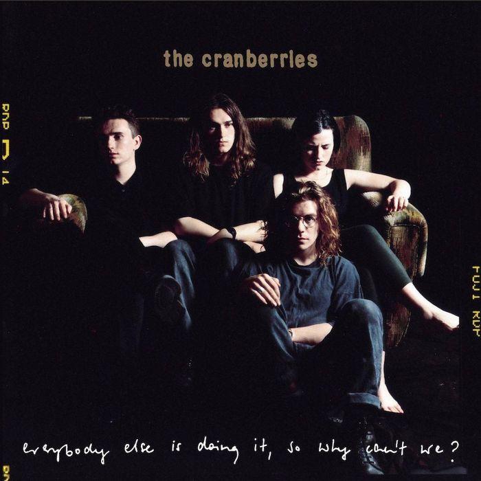 https://a6p8a2b3.stackpathcdn.com/Hc3lopYnQeARZ-VXPMD9D7lLV-0=/700x0/smart/rockol-img/img/foto/upload/25th-anniversary-everybody-else-is-doing-it-cranberries.jpeg