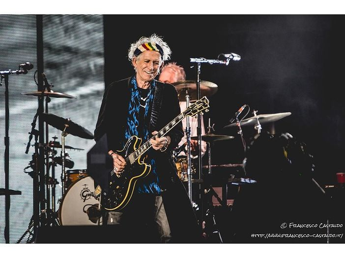 Keith Richards: 'Mick Jagger ha bisogno di una vasectomia'. Poi arrivano le scuse