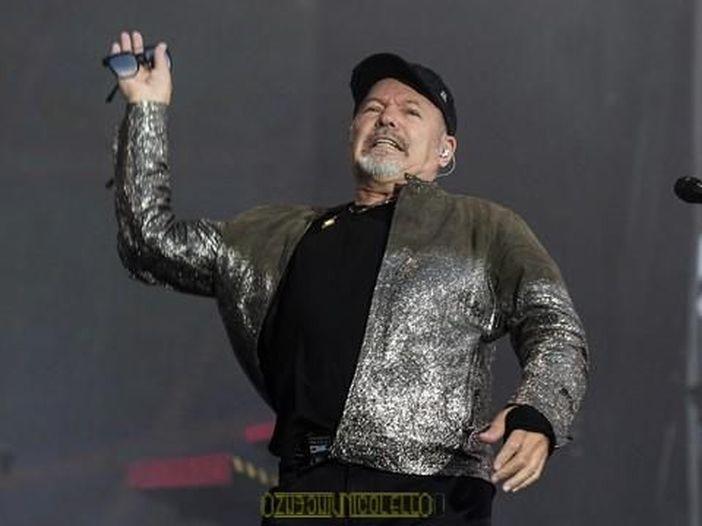 Vasco Rossi fa gli auguri al festival di Sanremo, a modo suo
