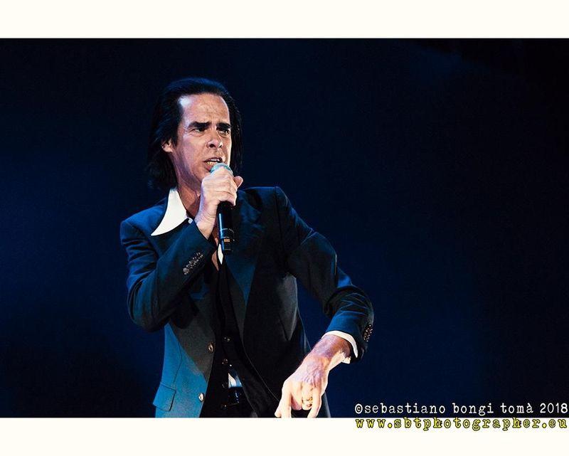 """Una fan ha chiesto a Nick Cave: """"Vale la pena fare arte di merda?"""". Ecco la sua risposta"""
