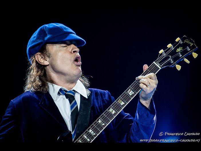 Dave Evans (AC/DC): ecco come nacque il look da scolaretto di Angus Young