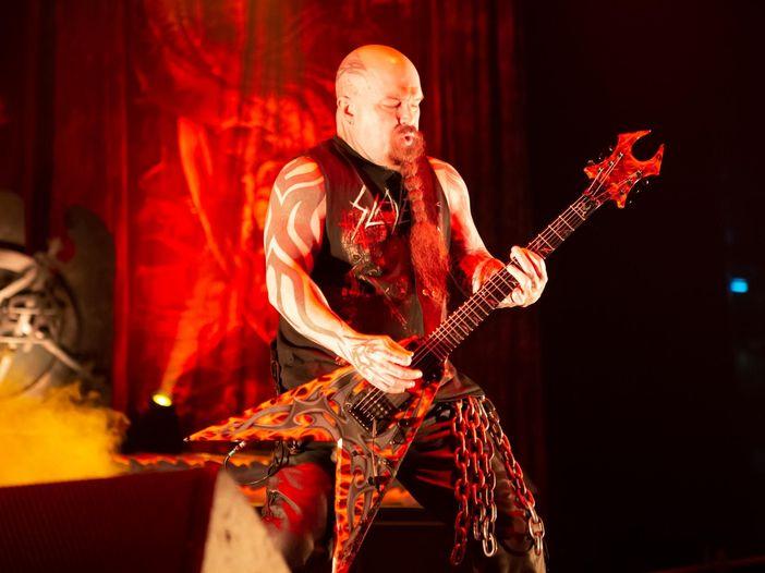 La storia del tatuaggio dietro la testa del chitarrista degli Slayer Kerry King