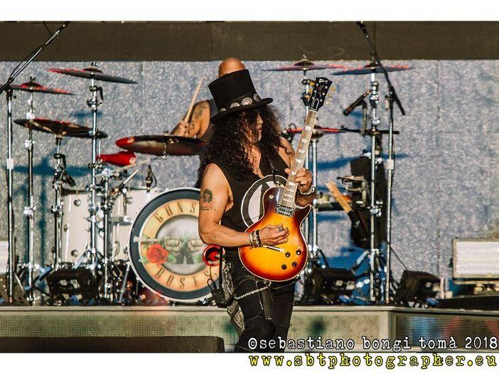Slash conferma l'ottimismo sul futuro dei Guns N' Roses: 'Abbiamo appena iniziato a toccare la superficie'