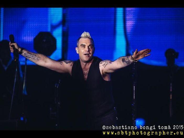 Robbie Williams ha annunciato il nuovo album: ecco come si intitola e quando uscirà - VIDEO