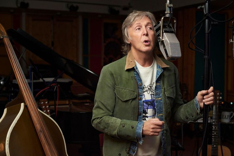Paul McCartney si è vaccinato e ha postato una foto sui social