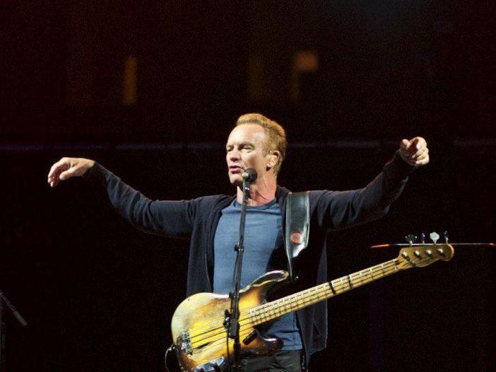 Concerti: Sting sul palco di Radio Italia in Piazza Duomo a Milano