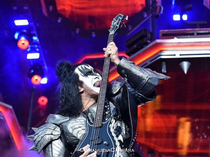 """Kiss: il pubblico canta """"Happy birthday"""" a Gene Simmons - il video"""