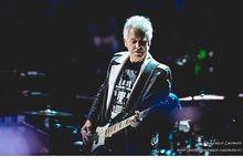 Adam Clayton, i suoi migliori giri di basso con gli U2