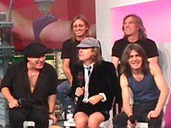 AC/DC, al cantante Brian Johnson offrirono il Newcastle