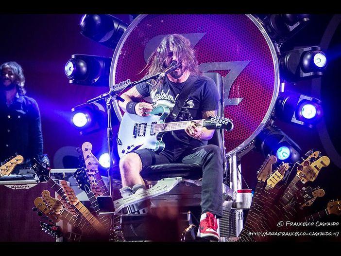 """Ecco come Axl Rose ringraziò Dave Grohl per avergli prestato il suo """"trono"""""""