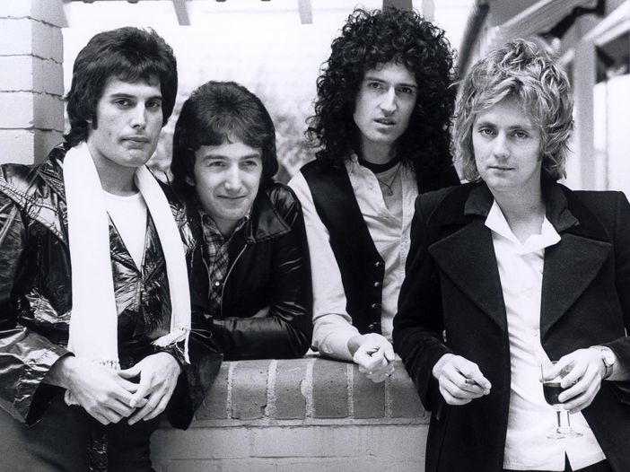 Queen: la nascita di 'We Will Rock You' in una clip di 'Bohemian Rhapsody' - VIDEO