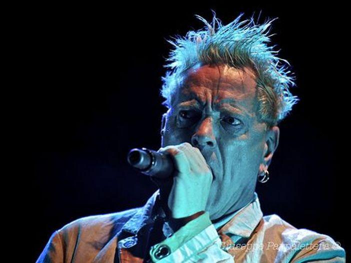 Grandi concerti aspettando che riprendano i concerti: stasera i Sex Pistols