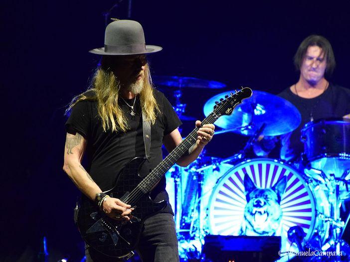 Gli Alice in Chains riletti da Metallica, Korn, Billy Corgan e altri: video