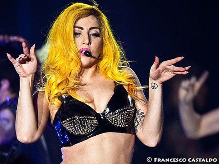 Lady Gaga ora promuove champagne