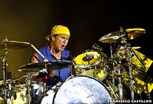Chad Smith (Red Hot Chili Peppers), sua moglie aggredisce l'attore Scott Baio ('Chachi' in 'Happy Days') per il sostegno a Donald Trump