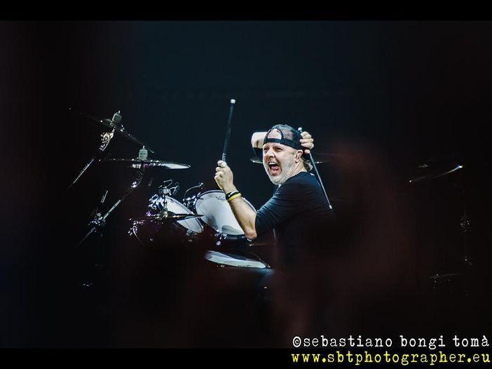 """Lars Ulrich (Metallica) sogna di bere un whisky con Bon Scott ascoltando """"Overdose"""""""