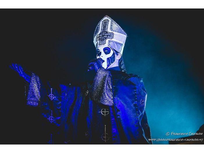 """Tobias Forge (Ghost): """"Per suonare in tour con i Metallica, mi sono diviso in due"""""""