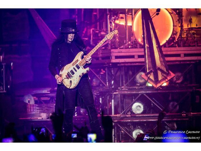 Mötley Crüe, Mick Mars debutta da solista