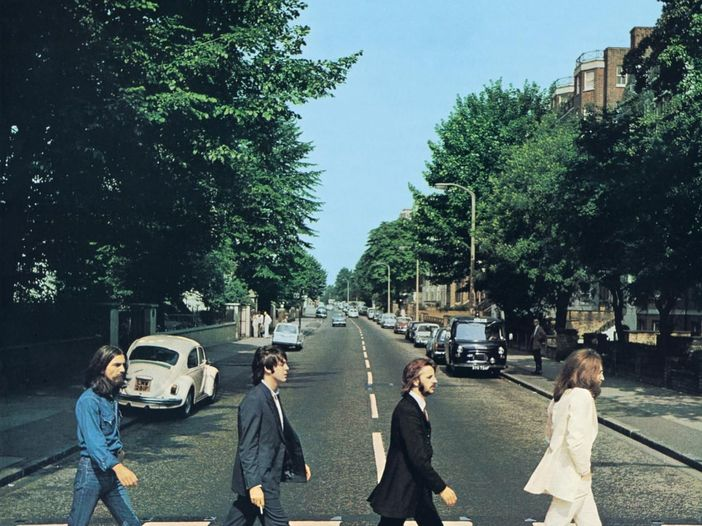 "Beatles: nuovo video per ""While My Guitar Gently Weeps"" (nella versione di ""Love"") - GUARDA"