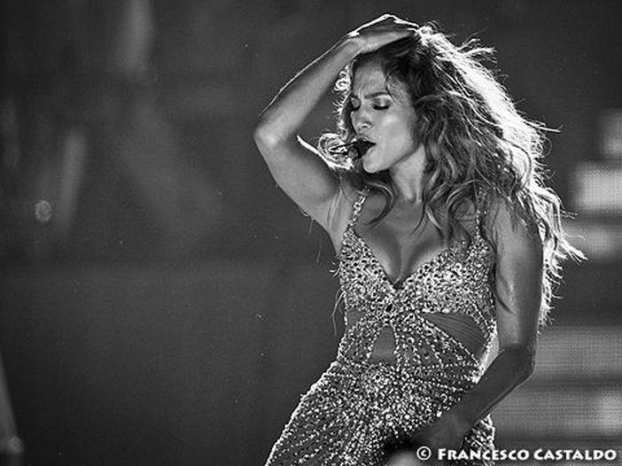 Jennifer Lopez e Shakira si esibiscono all'halftime show del Super Bowl: video