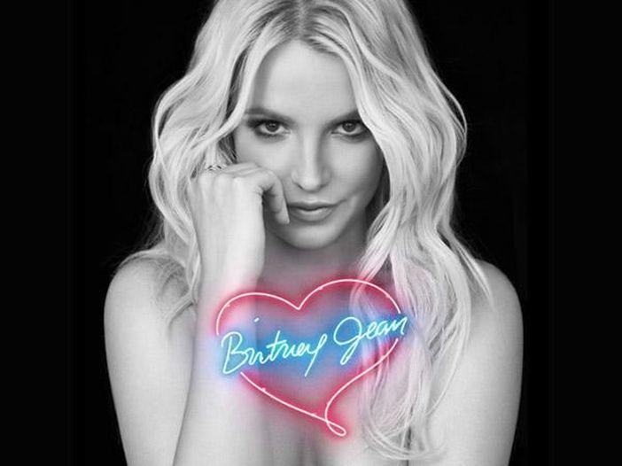 Britney Spears compie gli anni e pubblica l'inedito 'Swimming in the stars': ascolta