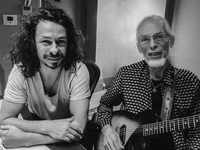 """Esce """"Nexus"""", nuovo album di Steve Howe insieme al figlio Virgil, prematuramente scomparso"""
