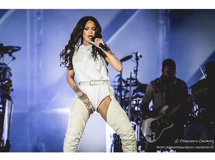 Rihanna è caduta da uno e-scooter (e ha picchiato il viso)