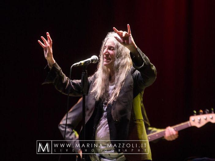 Patti Smith, Bruce Springsteen e Michael Stipe in concerto a New York - VIDEO