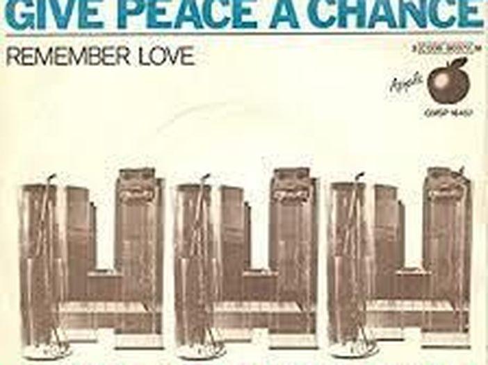"""John Lennon, quasi 40 anni dalla morte: la storia di """"Give peace a chance"""""""