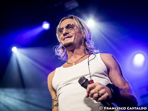Gemelli diversi la fiamma nuovo album uppercut ottobre 2016 video news rockol - La fiamma gemelli diversi ...