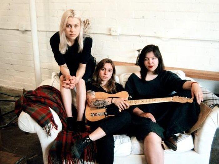 Boygenius: il nuovo progetto di Julien Baker, Phoebe Bridgers e Lucy Dacus. L'EP di debutto omonimo esce a novembre. Ascolta tre brani estratti – COPERTINA / TRACKLIST
