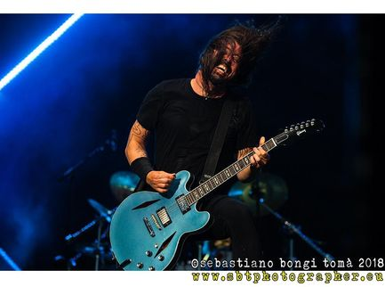 Dave Grohl: in arrivo un documentario con Brian Johnson