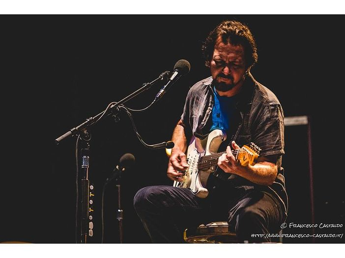 Eddie Vedder (Pearl Jam): il primo concerto del 2019 alle Hawaii - VIDEO